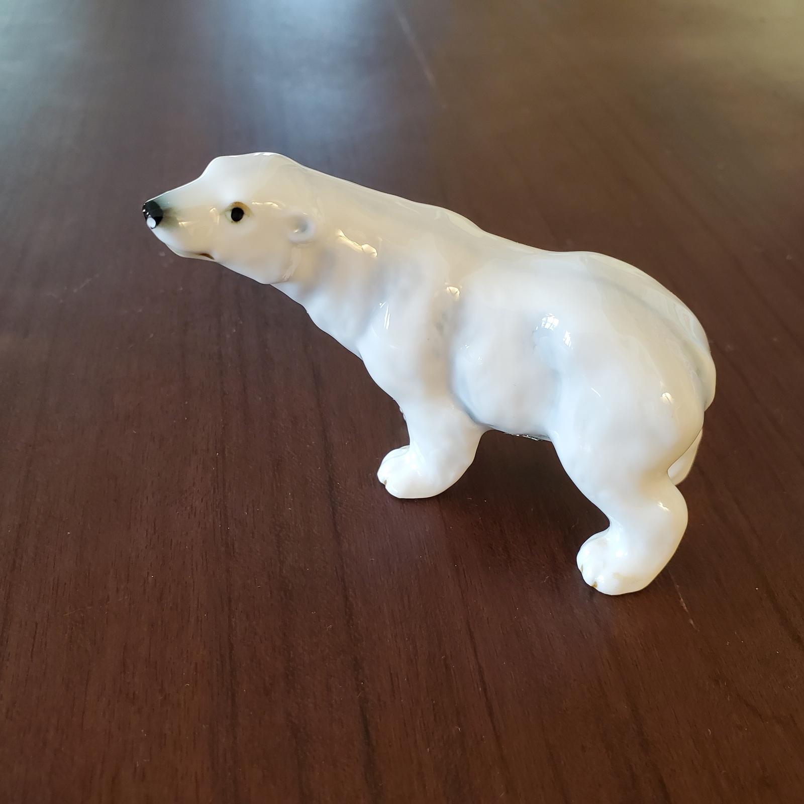 Polarbearfigurine 1