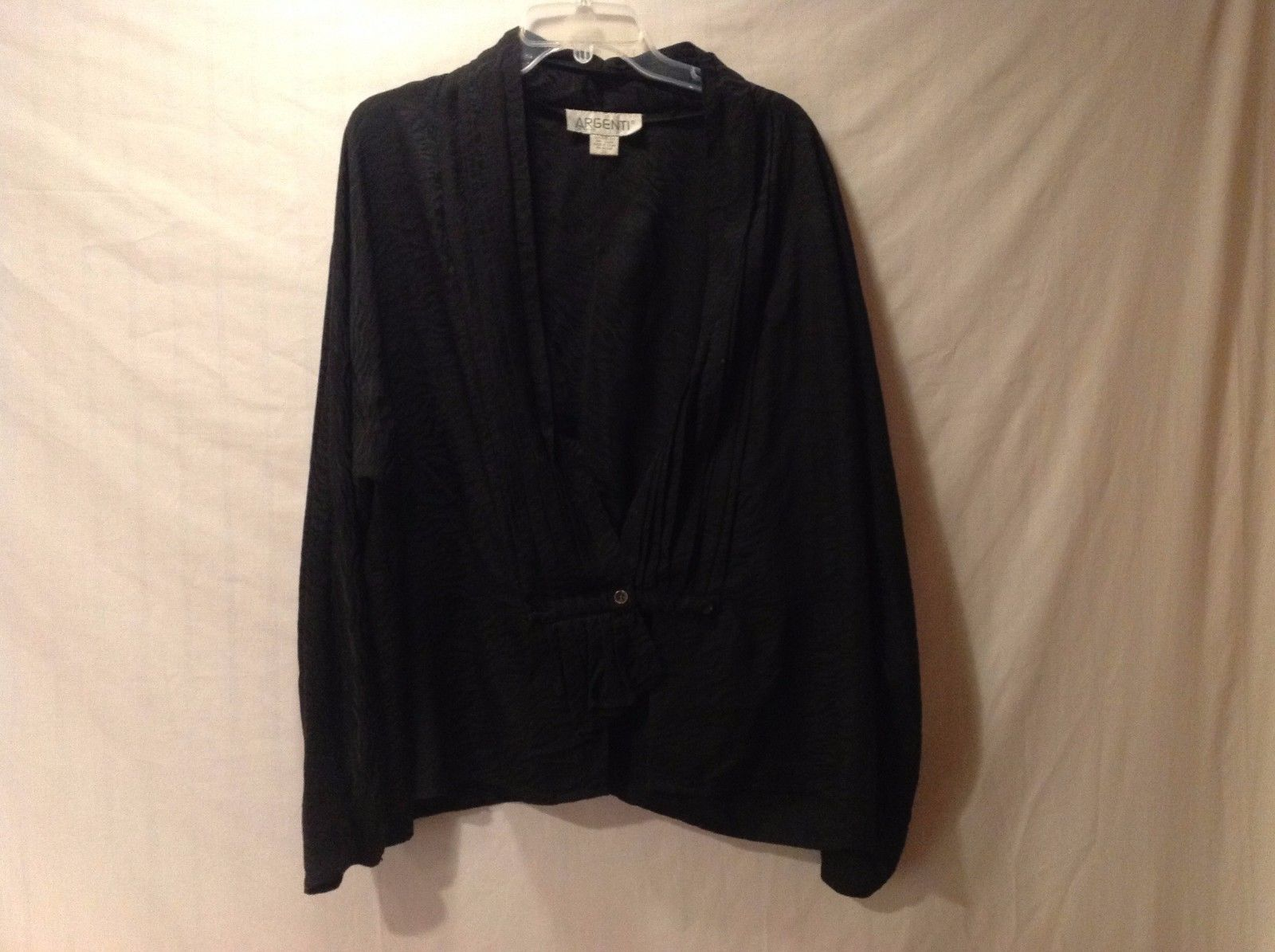 preowned excelent condition size 22 100% silk black argentini v-line cardigan