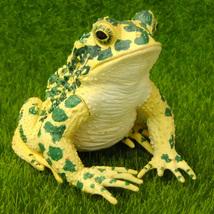 Green Frog Lifelike Figurine Fairy Garden Terrarium Shelf Desk Decor Ani... - $8.99