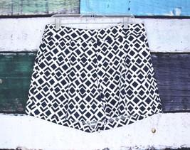 Ann Taylor Blue White Geometric Pattern Trouser Shorts SIZE 8 - $18.68