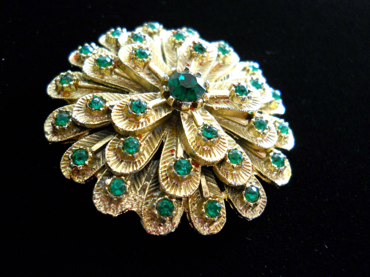 Rhinestone Flower Brooch Pin Layered Textured Gold Tone Metal Green Rhinestone V