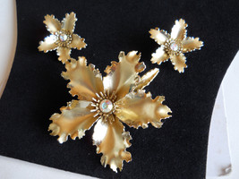 Brooch and Earring Set Gold Tone and Rhinestone Ruffled Flower Demi Paru... - $28.50
