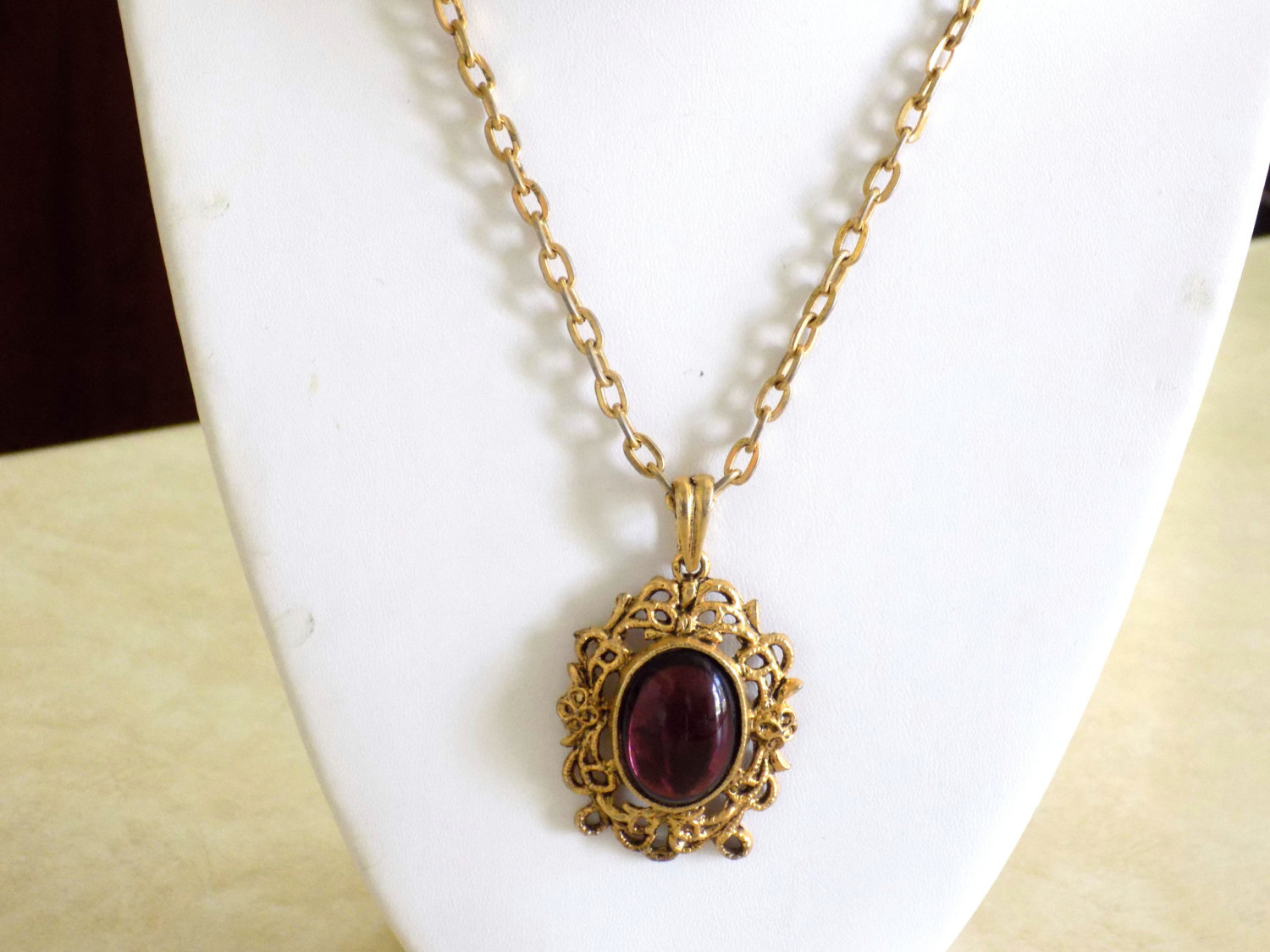 ON CLEARANCE: Vintage Gold Tone Pendant Necklace with Amethyst Oval Cabochon Pen