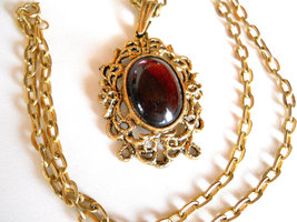 ON CLEARANCE: Vintage Gold Tone Pendant Necklace with Amethyst Oval Cabochon Pen image 2
