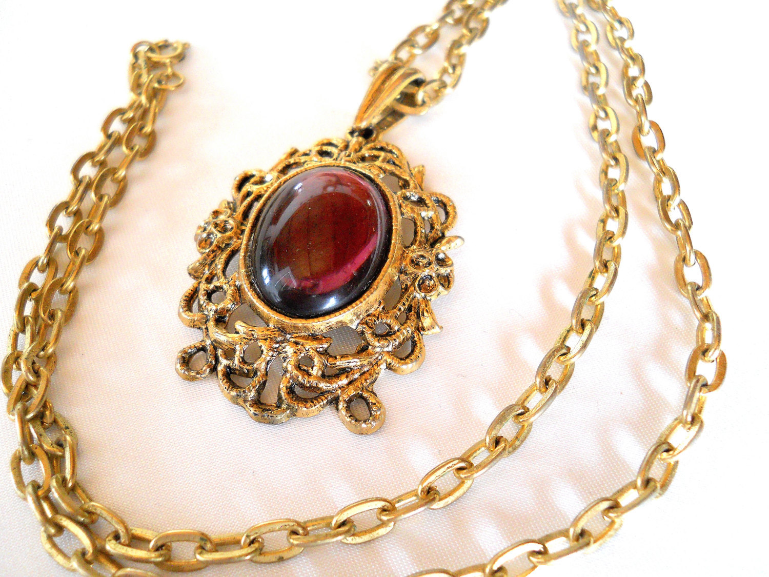 ON CLEARANCE: Vintage Gold Tone Pendant Necklace with Amethyst Oval Cabochon Pen image 4
