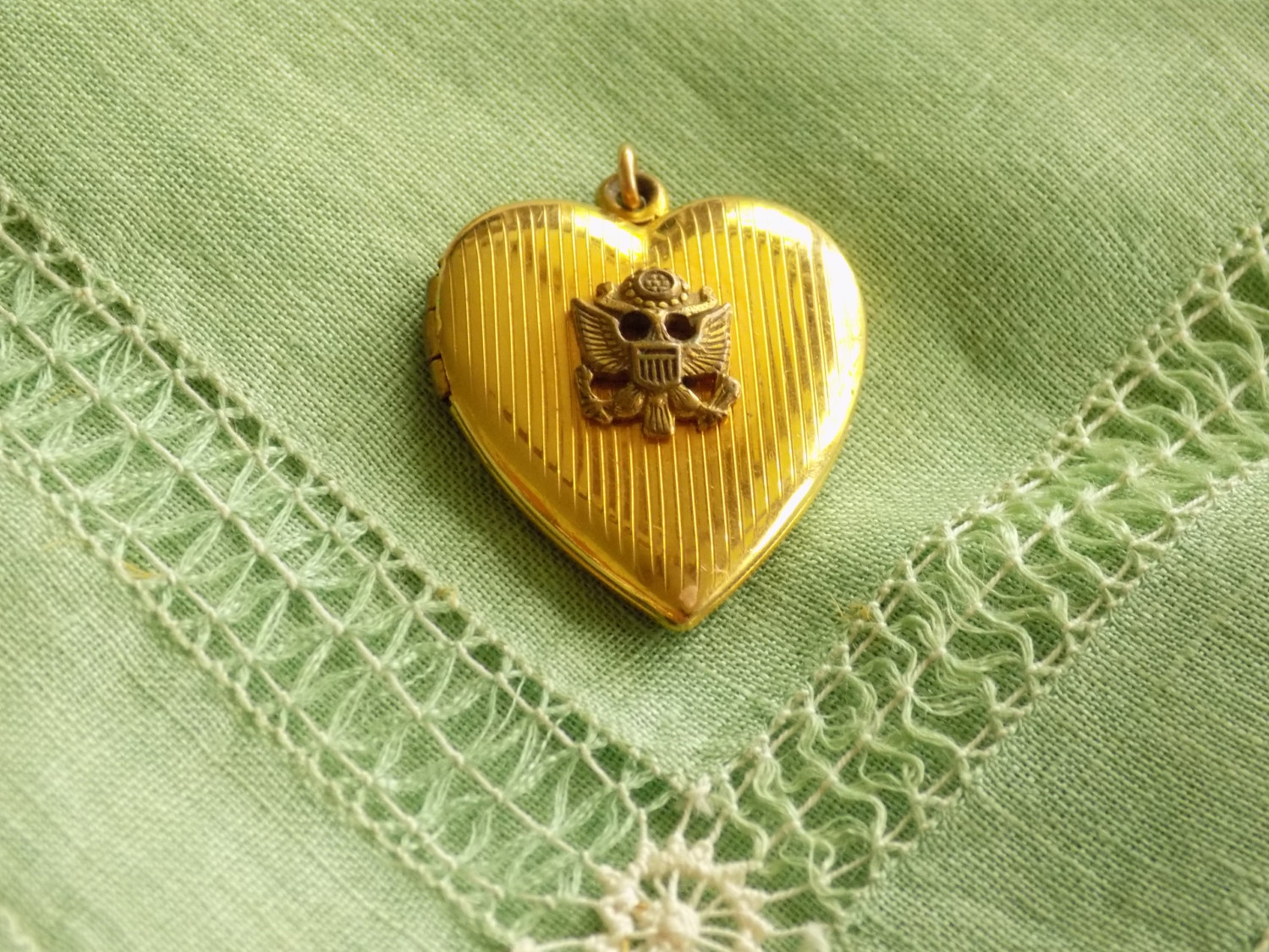 Vintage Gold Filled Heart Locket Pendant Great Seal of the United States of Amer