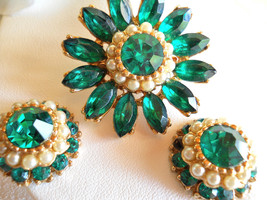 Emerald Green Rhinestone and Faux Pearl Flower Brooch and Earring Set De... - $38.00