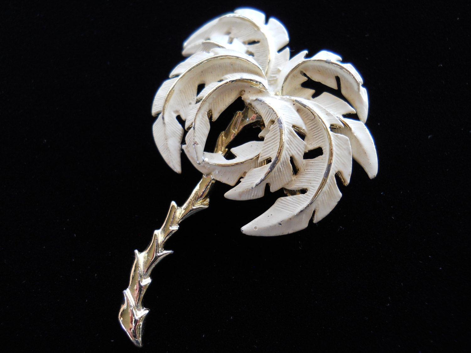 Cream Enamel Palm Tree Brooch Pin Vintage