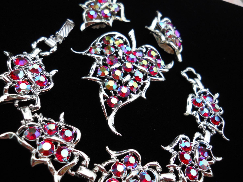 Sarah Coventry Dazzling Aurora Red Rhinestone Bracelet, Brooch & Earring Set Par