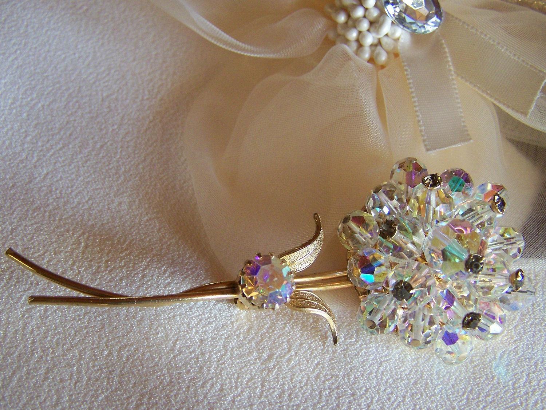 Alice Caviness Aurora Borealis Crystal Bead Flower Brooch Vintage Signed