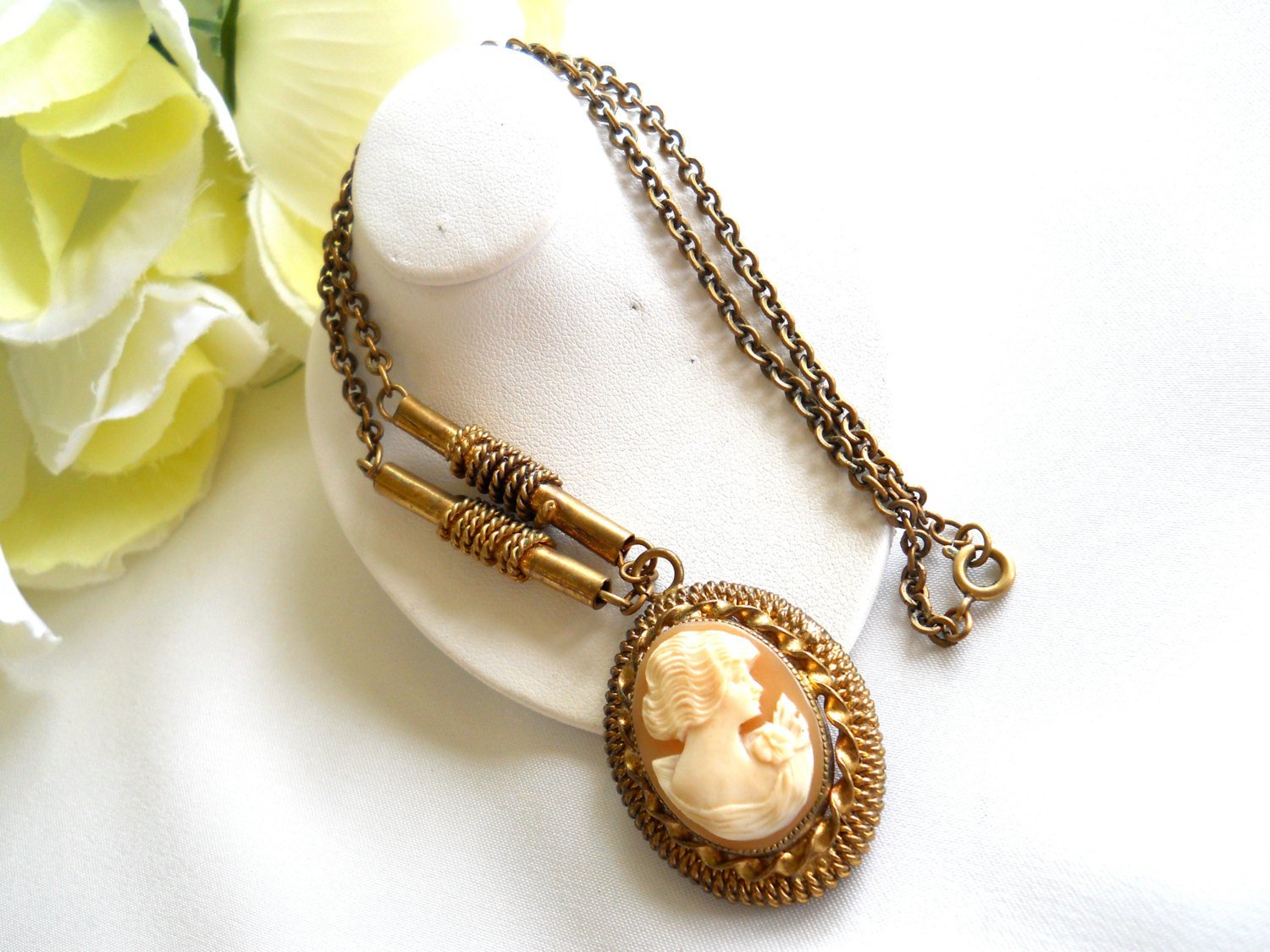 Carved Shell Cameo Pendant Necklace Victorian Style Vintage image 3