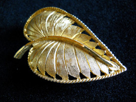 Signed BSK Textured Gold Tone Leaf Brooch Pin Vintage image 1