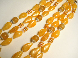 Sunny Yellow and White Plastic Bead Triple Strand Necklace Hong Kong Vintage image 5