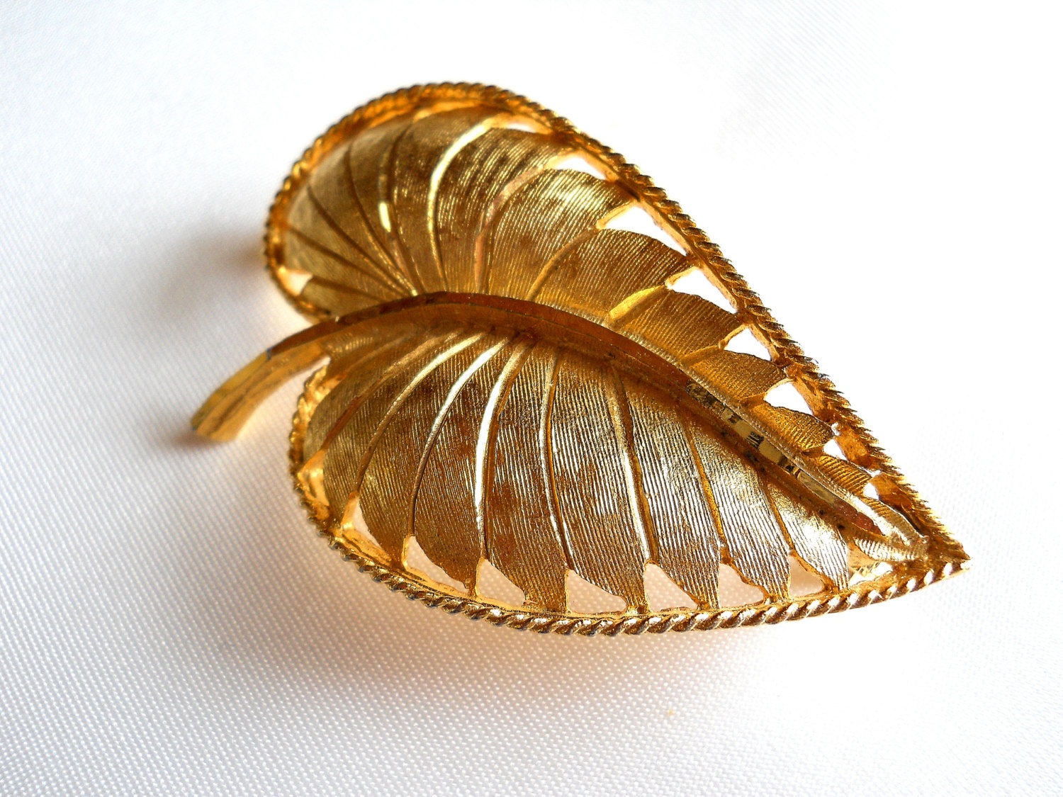 Signed BSK Textured Gold Tone Leaf Brooch Pin Vintage image 2