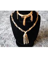 Necklace & Bangle Bracelet Jewelry Set Gold Tone Tassels and Bows Hinged Bangle  - €83,01 EUR