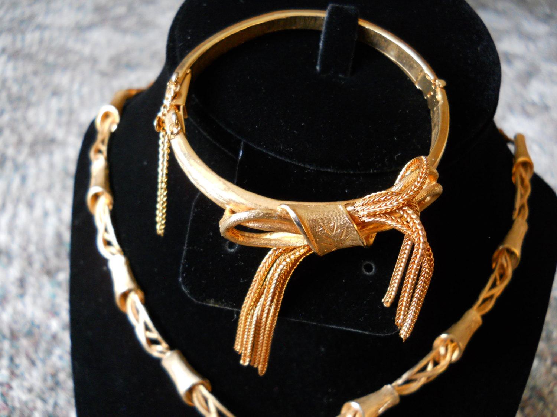 Necklace & Bangle Bracelet Jewelry Set Gold Tone Tassels and Bows Hinged Bangle