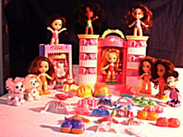 Snap & Style /9 Dolls/Puppies/Lighted Wardrobe & Accessories--Lot 52 Pcs - $45.00