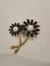 Vintage Wiess Antique Brooch Black and White Daisy Signed - $11.00