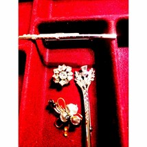 Lot of 4 Beautiful Vintage Brooches - $19.80