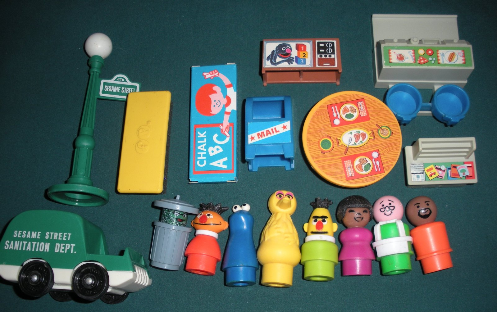 Vintage Fisher Price Play Family #938 Sesame St. House Complete/NEAR MINT! (P)