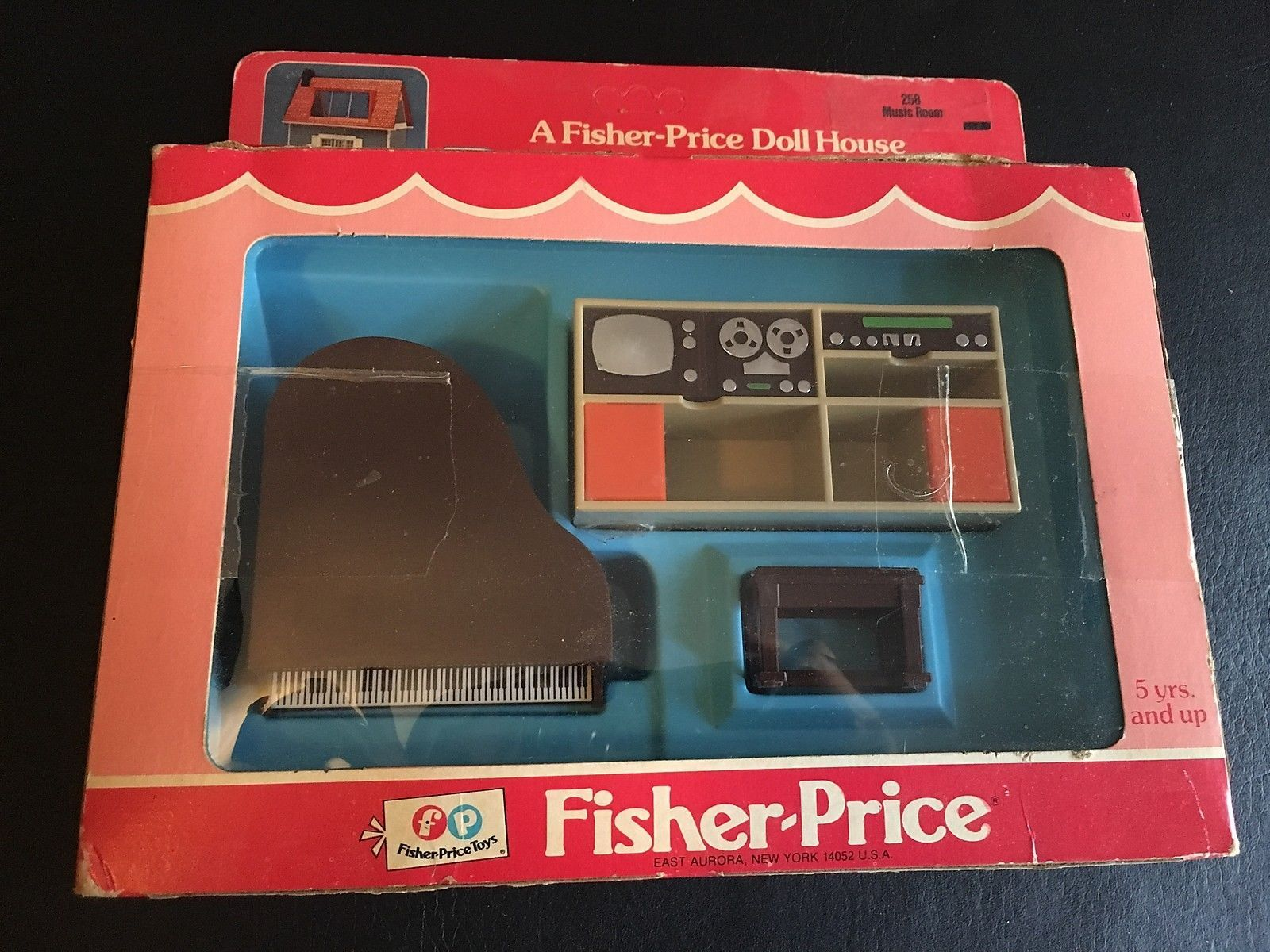 VINTAGE FISHER PRICE DOLL HOUSE DECORATOR SET MUSIC ROOM PIANO BENCH TV NEW