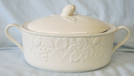 Mikasa White English Countryside Oval 2 Quart Covered Casserole Open Handles - $79.09