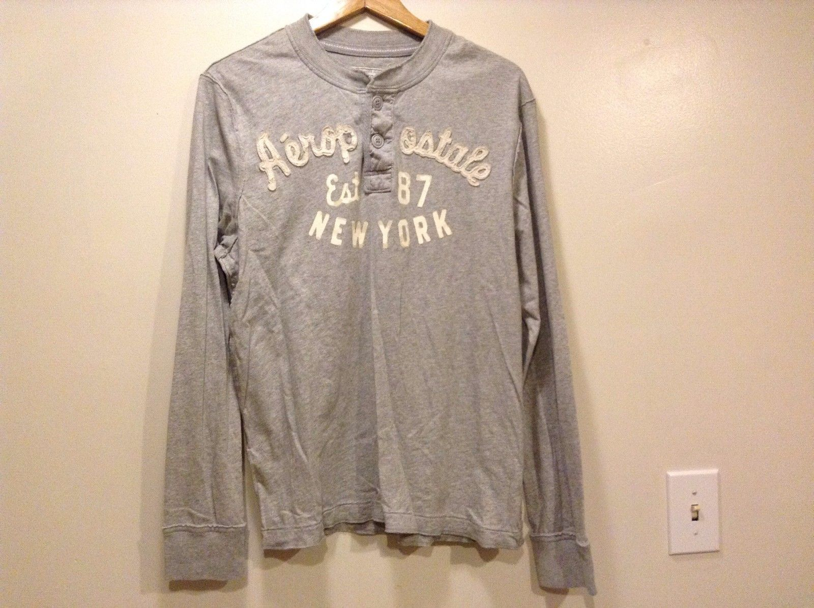 Great Condition Aeropostale Large 100% Cotton Gray Cream Text 2 Button Shirt