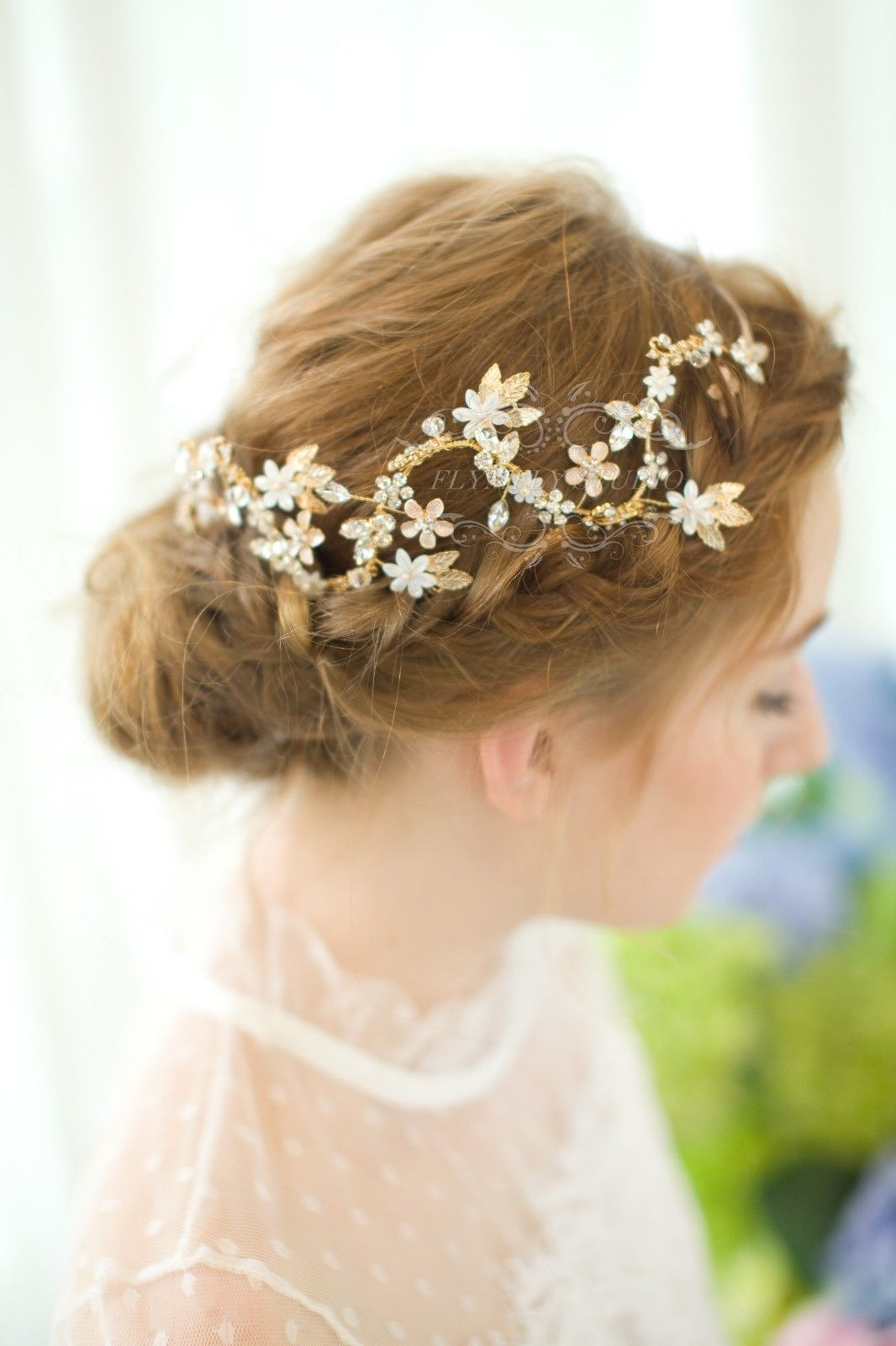 Find a great selection of wedding hair accessories at spanarpatri.ml Shop for elegant headbands, head wraps, flower hair clips & more. Free shipping & returns.