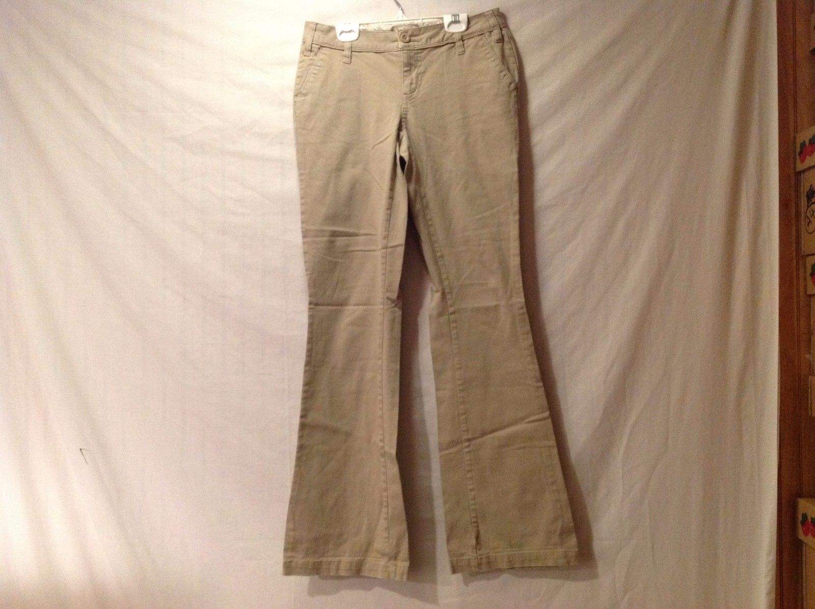 Great Condition Arizona Size 13L Cotton Blend Khaki Pants Floral Inside Print