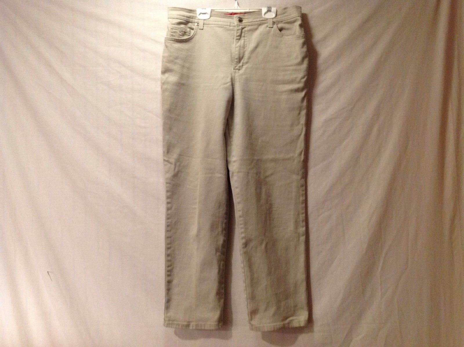 Great Condition Gloria Vanderbilt Size 12 Petite Cotton Blend Khaki Pants