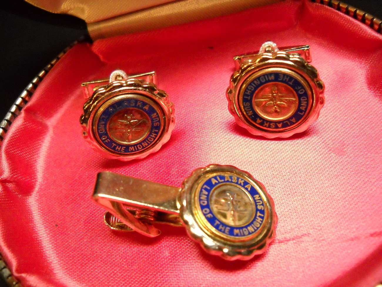Stag Cuff Links and Tie Bar Alaska Land of the Midnight Sun in Presentation Box
