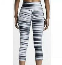 Nike Legend Swift Atletismo Capris Leggings M Gris Pantalones Estampado de Rayas - $31.73