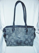 CHI BY CARLOS FALSHI GRAY SNAKE EMBOSSED & BLACK LEATHER  LARGE TOTE BAG - $1.340,52 MXN