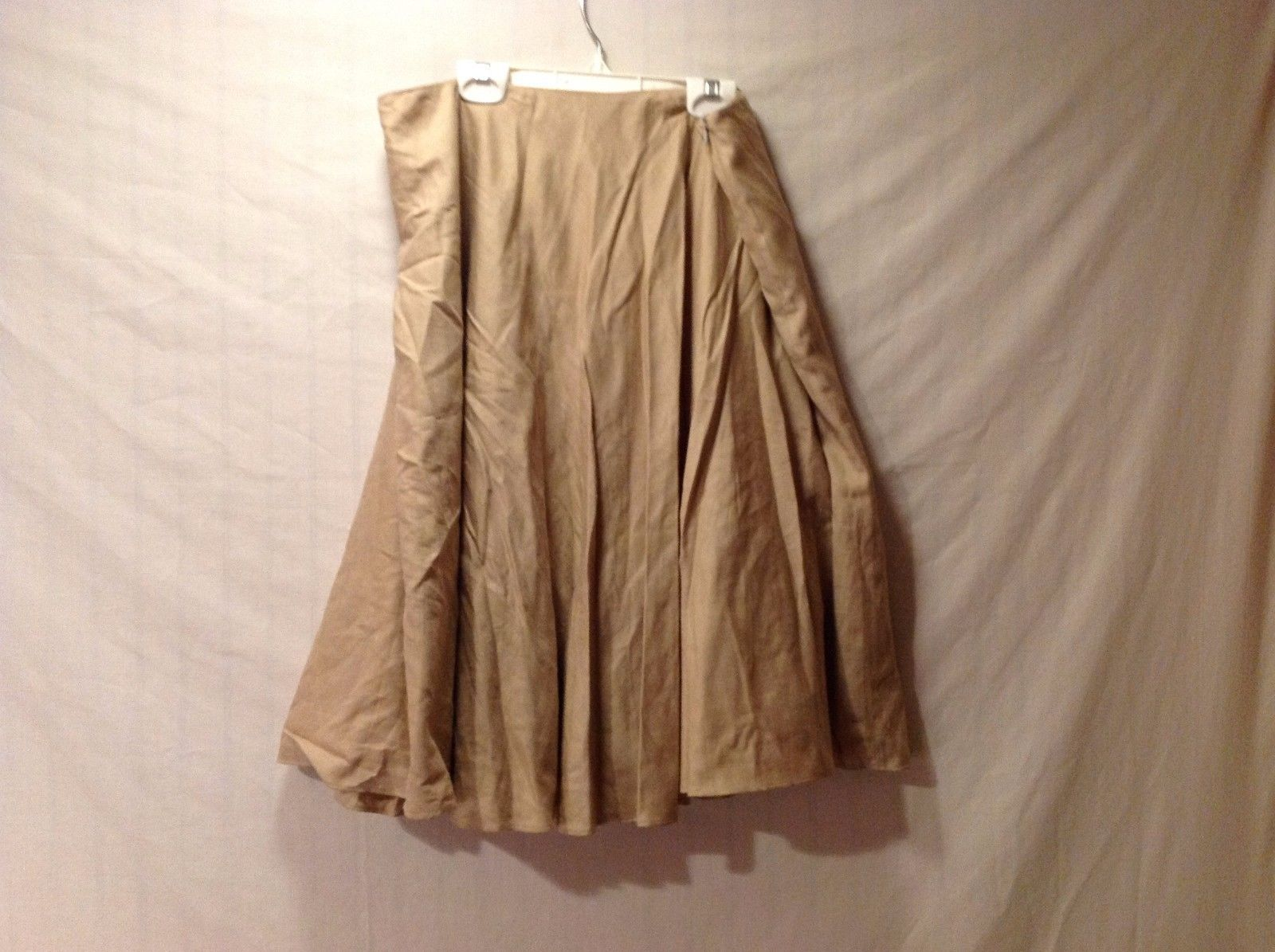 Excellent condition Women's Annie Walwyn- Jones tan poofy skirt size large