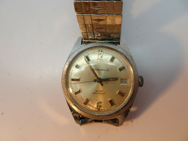 VINTAGE 1975 SWISS CARAVELLE DATE SILVER COLOR WATCH RUNS FOR RESTORATION - $89.00