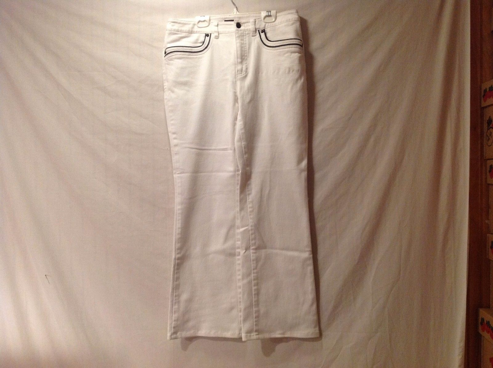 Great Condition Jones NY Size 8 Cotton Zipper Button White Pants Black Trim