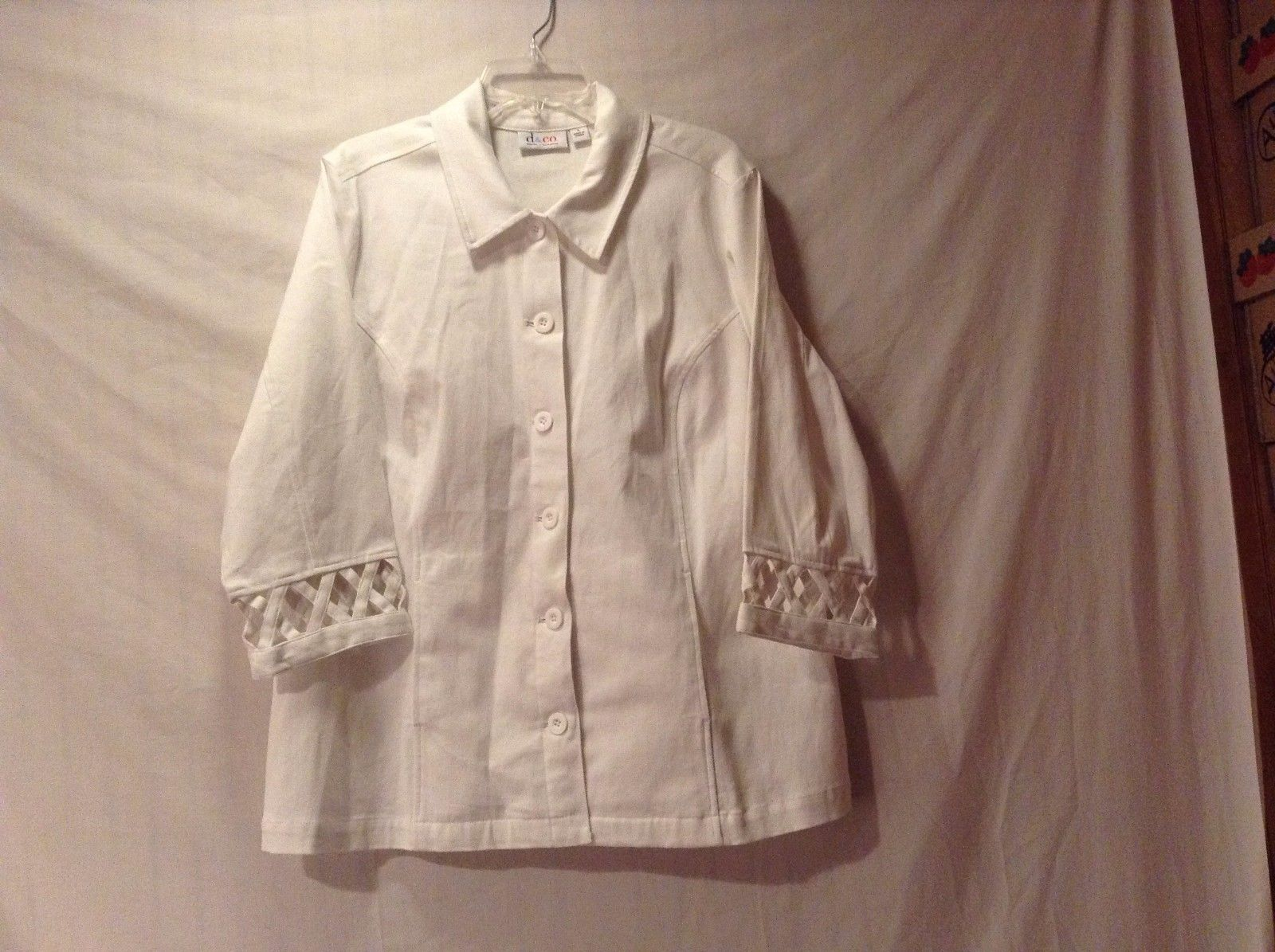 Great Condition Denim and Company Large Cotton Blend White Button Up Shirt
