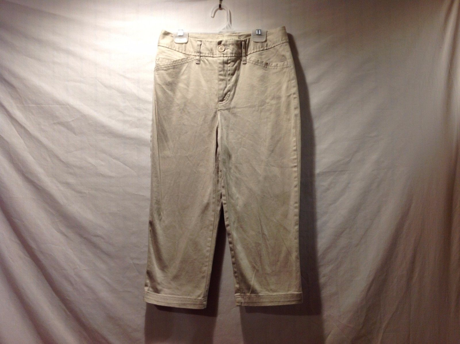 Great Condition St. John's Bay Size 4 Khaki Capris 97% Cotton 3% Spandex