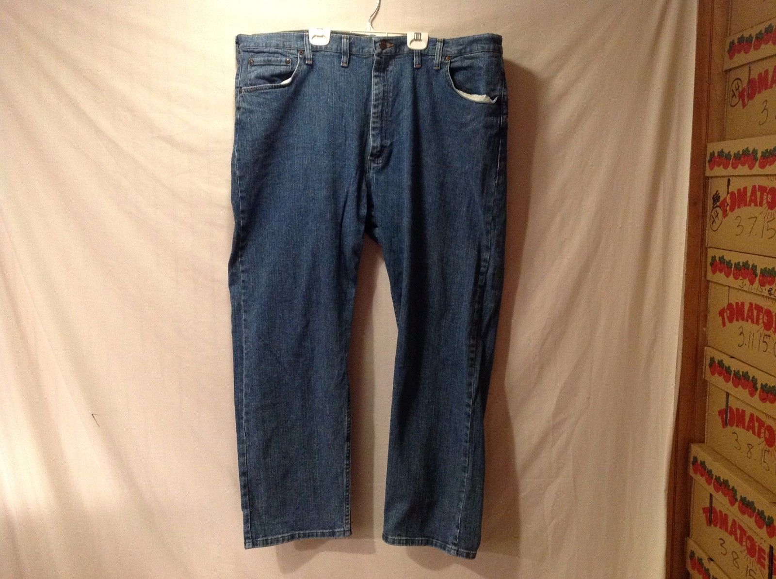 Good Condition Wrangler Men's Jeans Size 44 x 30 Relaxed Fit Straight Leg