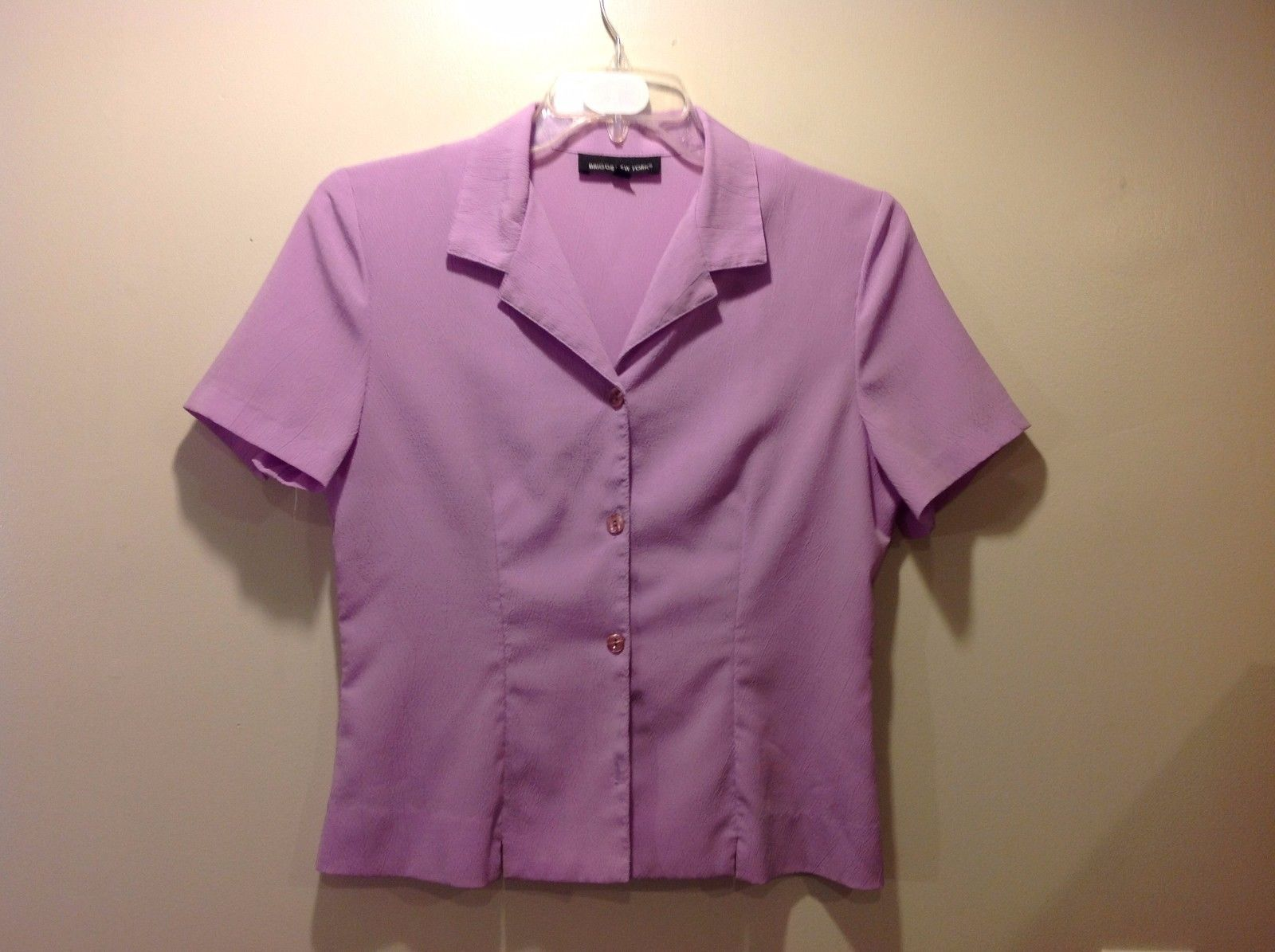 Good Condition Briggs New York Size 8 Lavender Short Sleeved Blouse Button Up