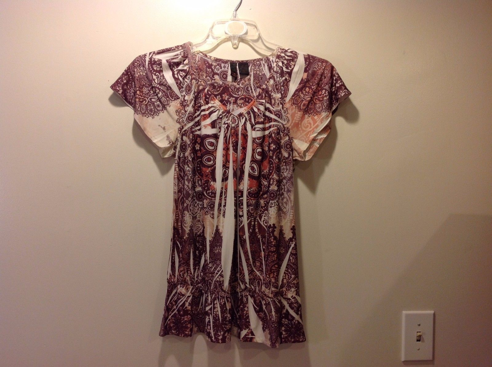 Great Condition Size Small Maroon White Peach Serenade New York V-Neck Blouse