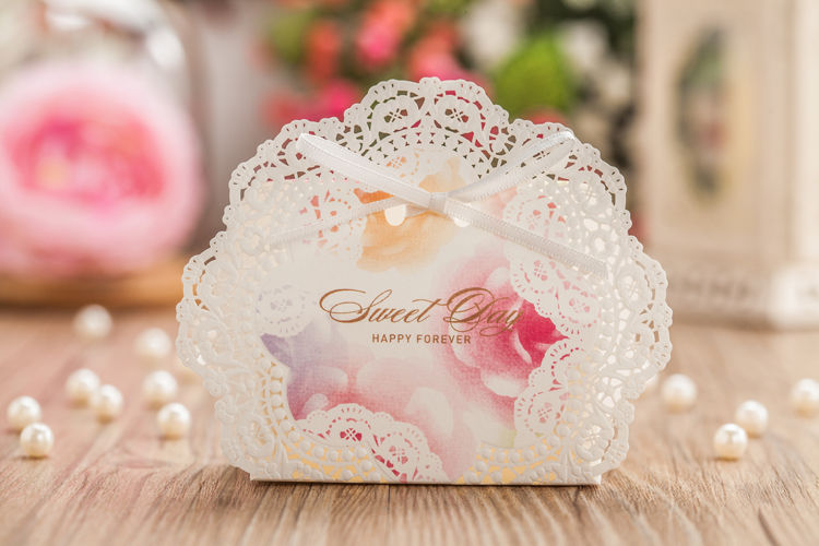 White laser cut hollow wedding favor candy boxes
