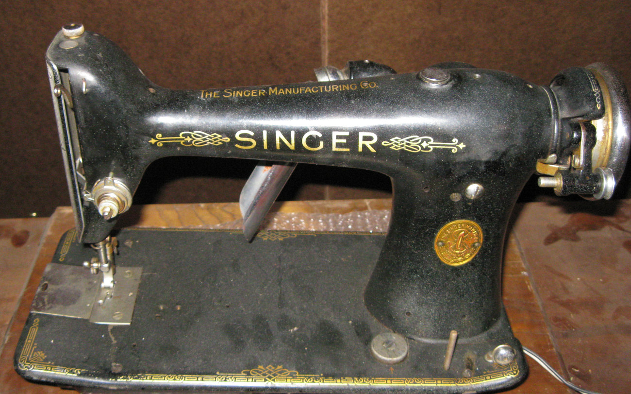 Singer 101 Sewing Machine Rotating Hook Section #66731 w/Screw Vintage 1934 Part