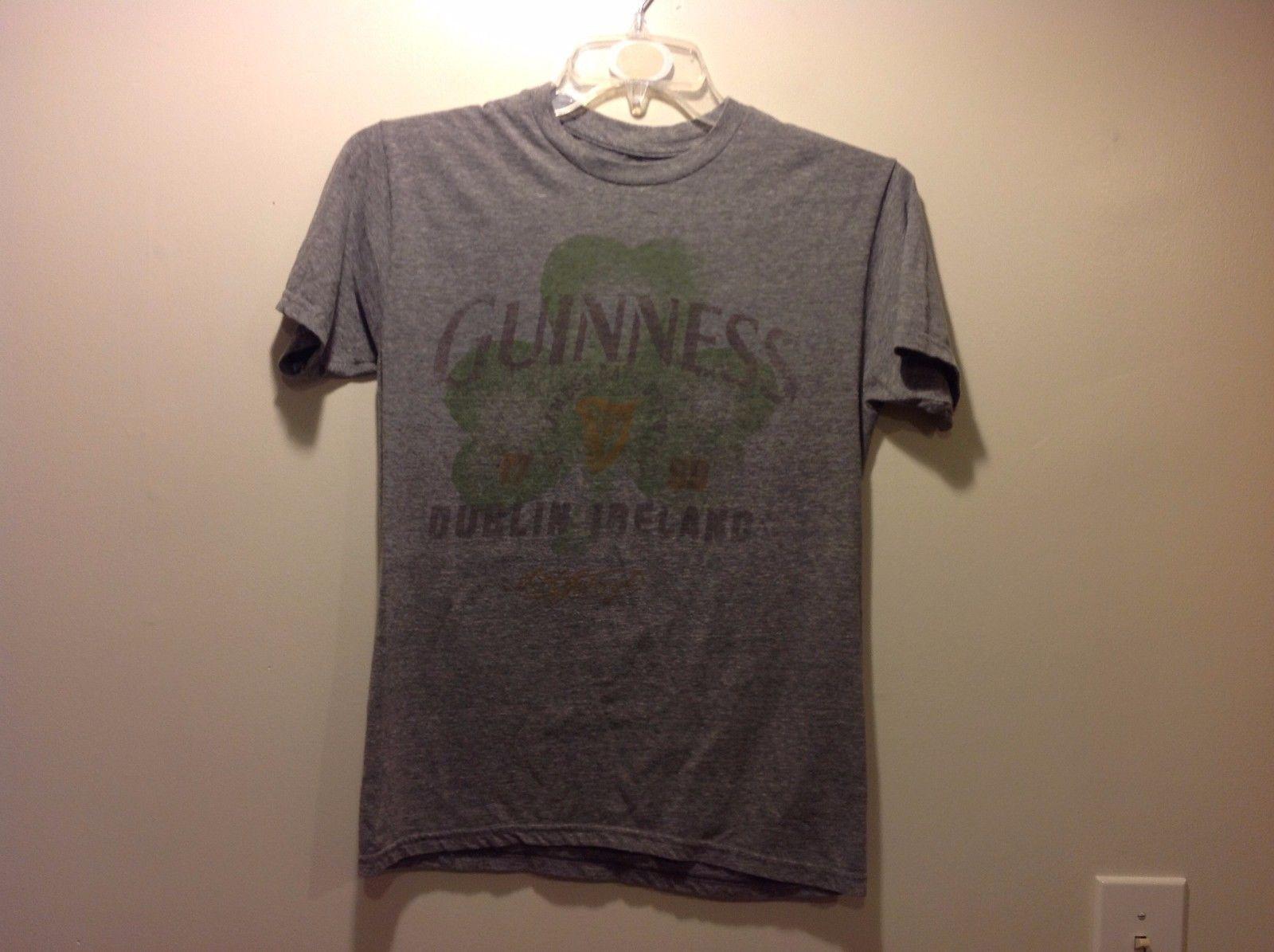 Great Condition Guinness Light Gray Short Sleeved T-Shirt Shamrock Gold Green