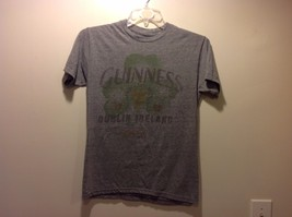 Great Condition Guinness Light Gray Short Sleeved T-Shirt Shamrock Gold Green