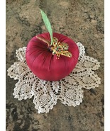 Retired Joan Rivers Holly Leaf & Berry Holoday Bee Pin Brooch Christmas  - $99.00