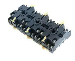 LOT OF 3 NEW OMRON P2CF-11 RELAY SOCKETS 10A 250VAC P2CF11