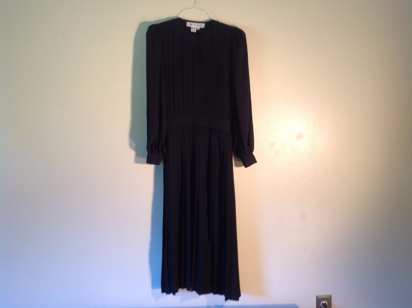 Great Condition Ms Chaus 100% polyester Size 6 Black Semi Sheer Dress Longsleeve