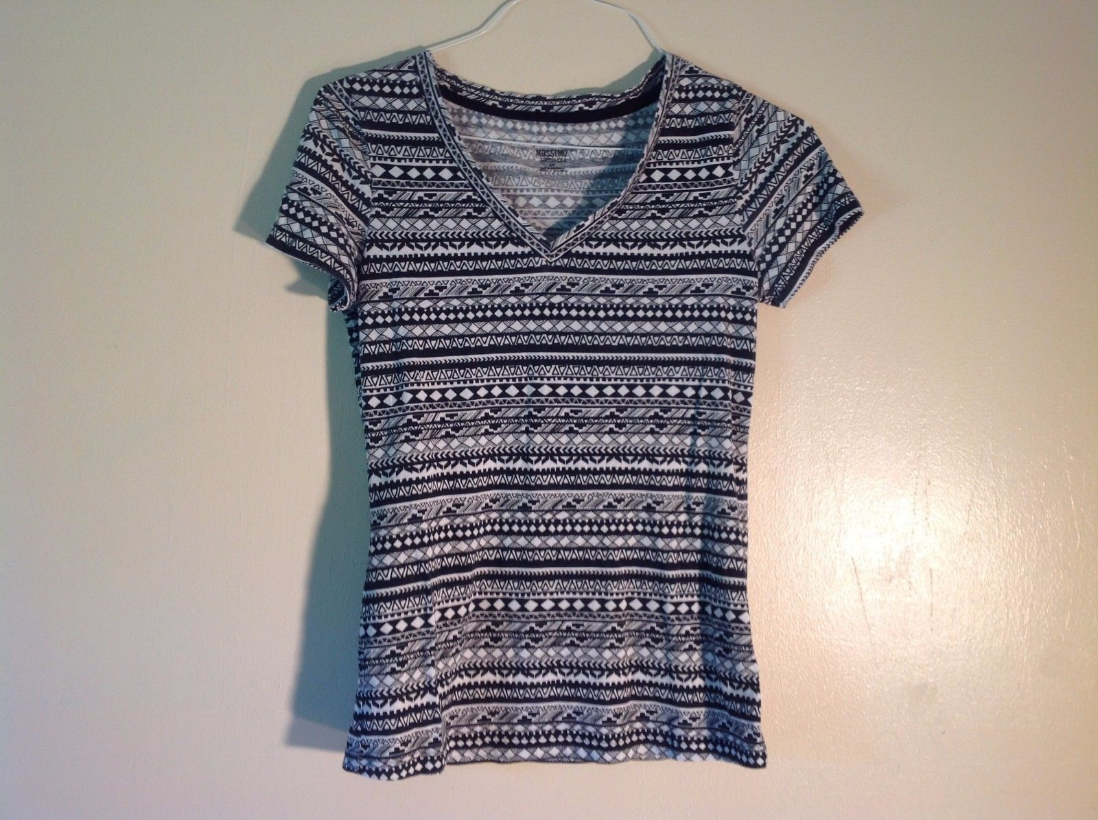 Great Condition Mossimo Supply Co. S P Black White Tribal V-neck T-shirt