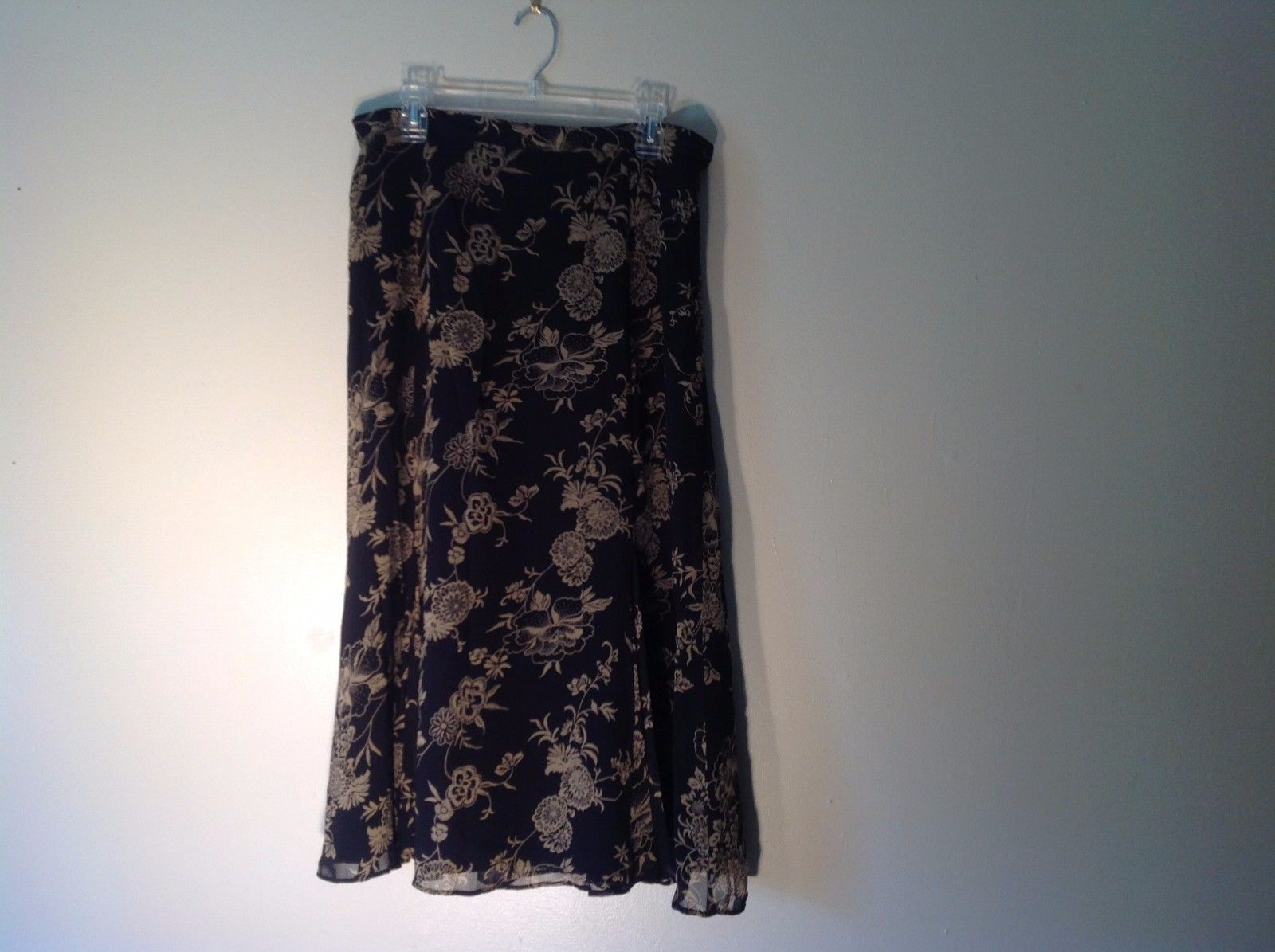 Great Condition Notations Large Long Black Skirt Floral Design Magenta White